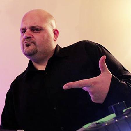 DJ GILL R