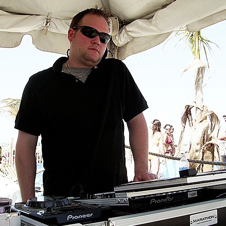 DJ LOU KENNEDY